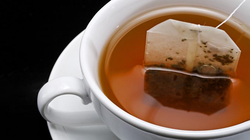 Alertan que cada bolsita de té contamina la bebida con miles de millones de partículas de microplástico