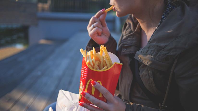 Comparan ingredientes de alimentos de McDonald's y otras marcas en EE.UU. y en el Reino Unido y las diferencias son notables