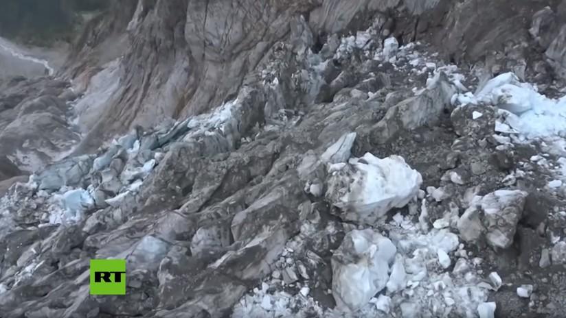 Un fragmento de glaciar equivalente a 100 piscinas olímpicas se desprende y amenaza a un pueblo en el norte de Italia