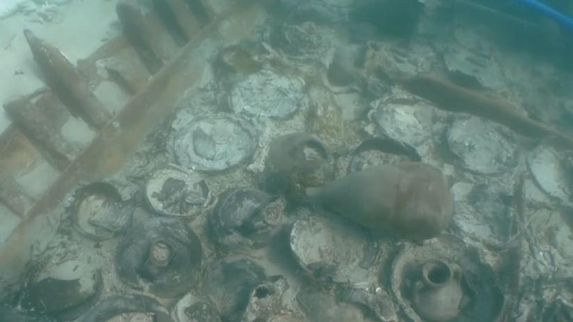 Rescatan ánforas de un barco romano hundido hace mil 700 años