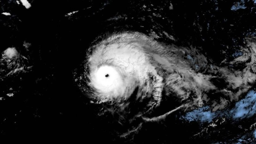 """El """"extremadamente poderoso"""" huracán Lorenzo alcanza la categoría 5 y bate el récord histórico de fuerza en una región del Atlántico"""