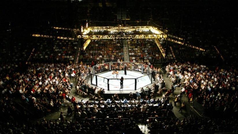 """VIDEO: Un luchador de MMA noquea a su rival tras desatar """"22 segundos de caos"""" y celebra su victoria con Conor McGregor"""