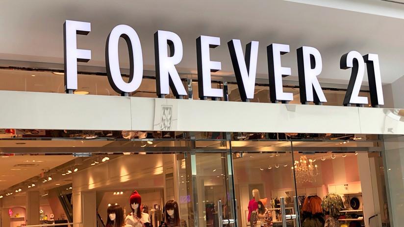 'Celebran' la quiebra de la empresa Forever 21 ante sus descuentos por liquidación