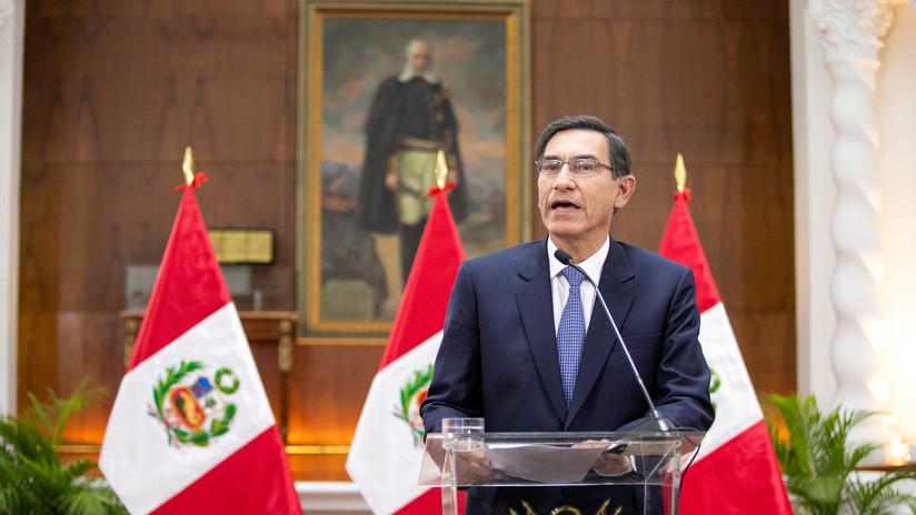"""Vizcarra aplica la disolución parlamentaria en Perú y el Congreso juramenta a la vicepresidenta como """"mandataria interina"""""""