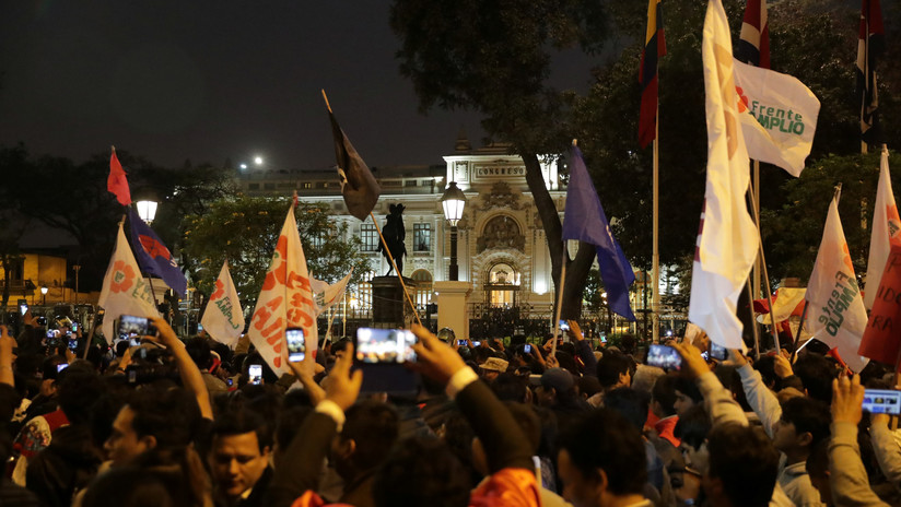 Congreso de Perú aprueba la cuestión de confianza mientras Vizcarra anunciaba la disolución parlamentaria