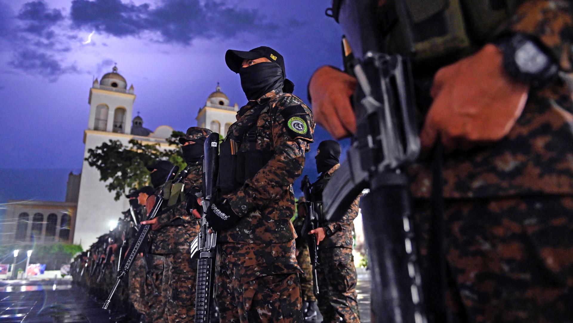 Cómo logró el nuevo Gobierno de El Salvador las cifras más bajas de asesinatos en el siglo XXI