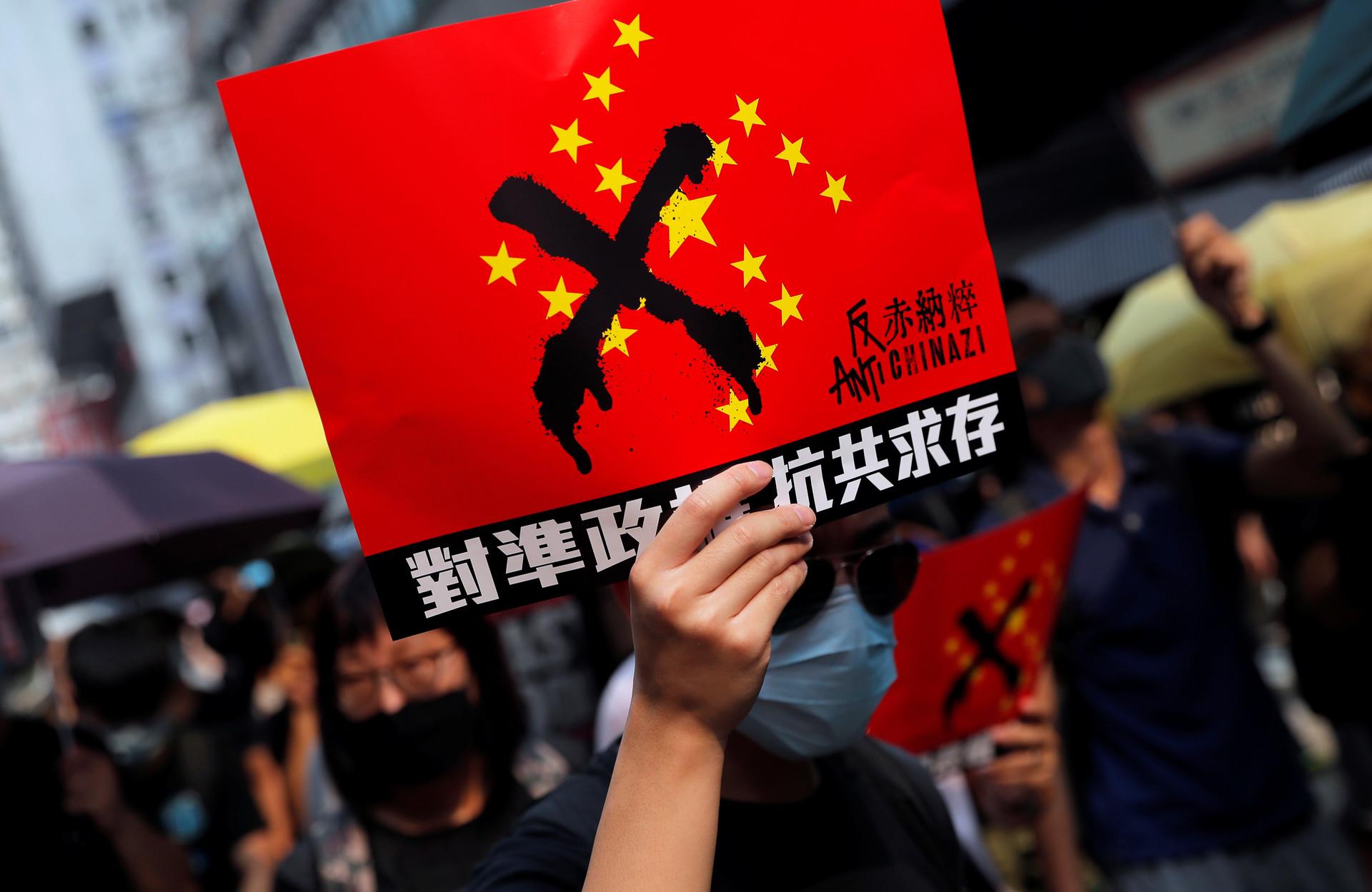 Manifestantes de Hong Kong se arman de más banderas extranjeras, incluida la de Timor Oriental