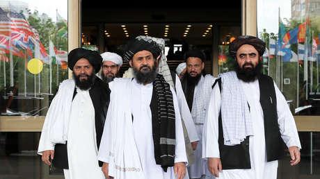 Miembros de la delegación talibán durante las negociaciones de paz con las autoridades afganas en Moscú, Rusia, el 30 de mayo de 2019.