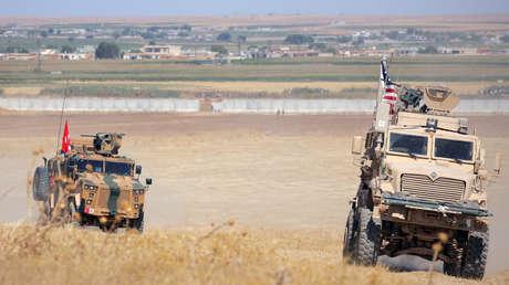 Vehículos militares estadounidenses y turcos durante una patrulla conjunta cerca de Tel Abyad, Siria, 8 de septiembre de 2019.