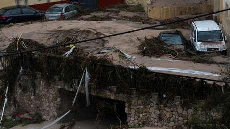 Coches dañados tras la inundación de una calle en Ontinyent, Valencia. 12 de septiembre de 2019.