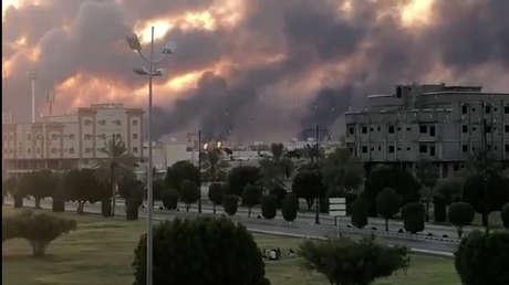 Incendio en la instalación de Saudi Aramco cerca de la ciudad de Abqaiq, en Arabia Saudita, el 14 de septiembre de 2019.