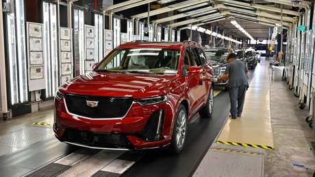 Inspección final de vehículos en la planta de General Motors en Spring Hill, Tennessee, EE.UU.
