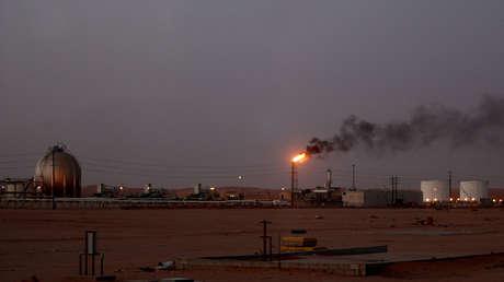 Instalaciones petroleras de la refinería Saudi Aramco en el campo petrolero de Khurais, Arabia Saudita, el 23 de junio de 2008.