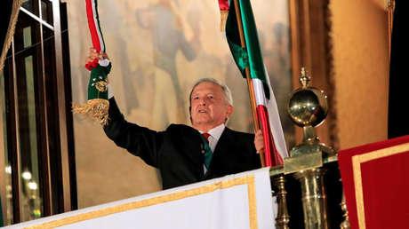 El presidente mexicano Andrés Manuel López Obrador en el Grito de Independencia, Ciudad de México, México, 15 de septiembre de 2019.