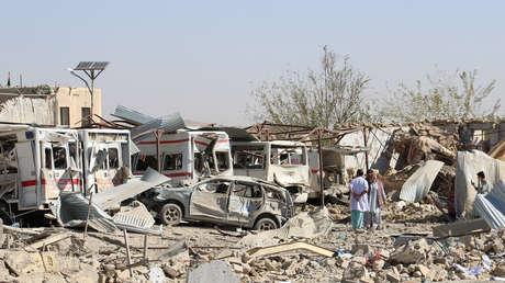 Vehículos afectados por el coche bomba que explotó en la ciudad de Qalat, en el sur de Afganistán, el 19 de septiembre de 2019.