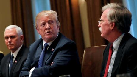 El vicepresidente de EE.UU. Mike Pence, el presidente Donald Trump y el asesor de Seguridad Nacional John Bolton, en Washington, el 9 de abril de 2018.