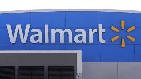 El logo de Walmart en uno de sus establecimientos.
