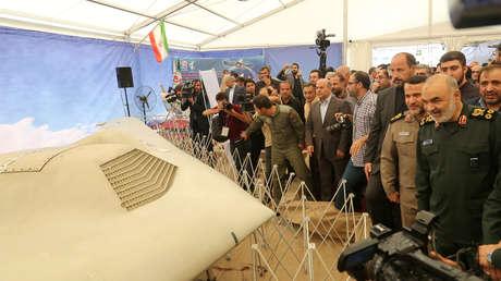 Hossein Salami observa el dron estadounidense RQ-170 Sentinel en la exposición en Teherán, 21 de septiembre de 2019.