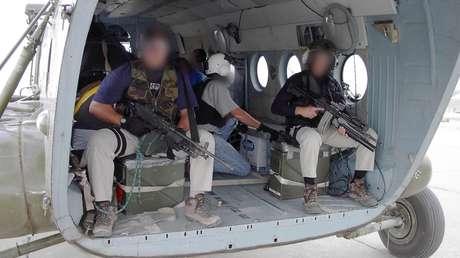 Agentes de la CIA parten a Afganistán en un Mi-17, el 19 de septiembre de 2001