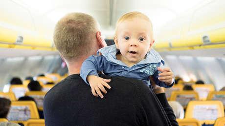 Polémica en el aire: a la hora de elegir asiento en el avión, Japan Airlines advierte dónde viaja algún bebé