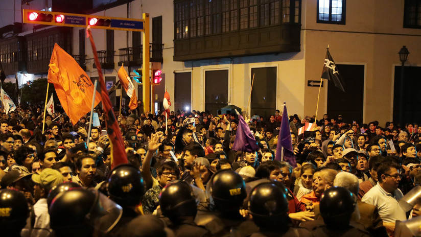 VIDEOS, FOTOS: Los peruanos salen a las calles por la crisis política tras la disolución del Congreso