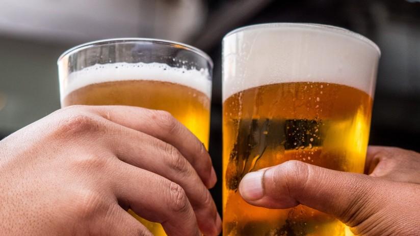 Captan a un grupo de militares españoles tomando cervezas en un bar y con sus armas en el suelo (FOTO)