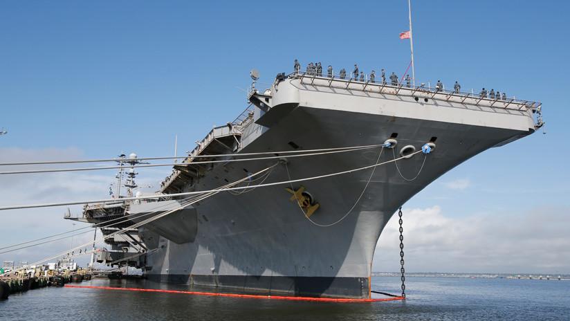 FOTO: El portaviones estadounidense USS George Washington sale del dique seco