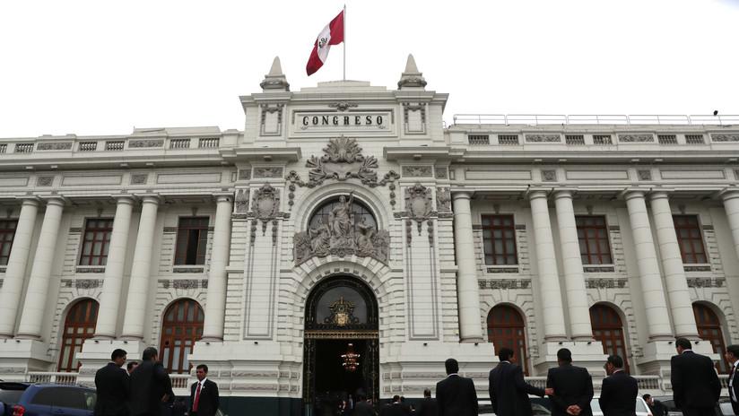 """El Congreso de Perú convoca a todos sus representantes para resolver """"la crisis de poderes"""" del país andino"""