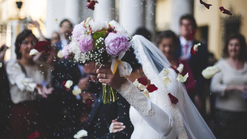 Una 'novia de alquiler' denuncia al 'esposo' que se negó a pagarle después de su falsa boda