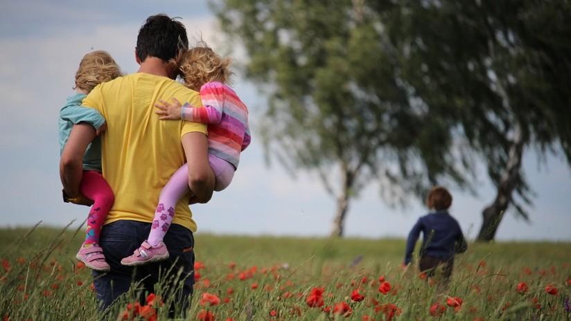 Un hombre demanda a una clínica por usar su esperma para engendrar 17 niños