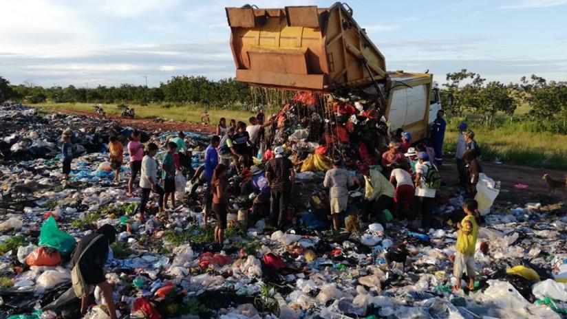El indignante video de niños indígenas comiendo de la basura en Colombia