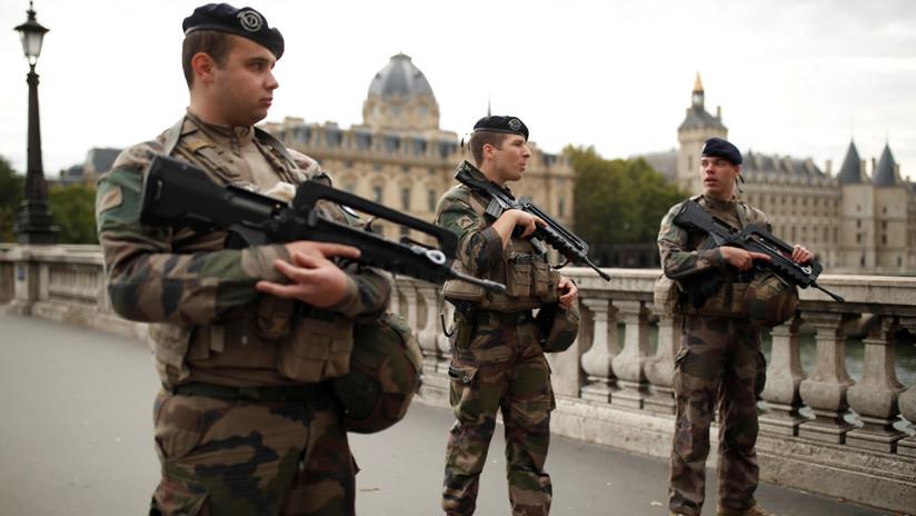 Reportan que el atacante de la sede policial de París se convirtió recientemente al islam