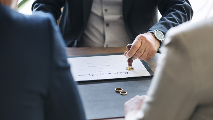 Demanda al amante de su exesposa por destruir su matrimonio y consigue una indemnización de 750.000 dólares