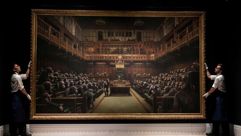 Subastan 'los chimpancés en el Parlamento' de Banksy por un precio récord de 12,2 millones de dólares