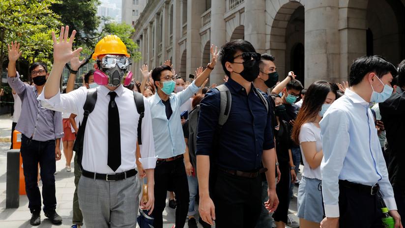 Hong Kong prohíbe a los manifestantes usar máscaras