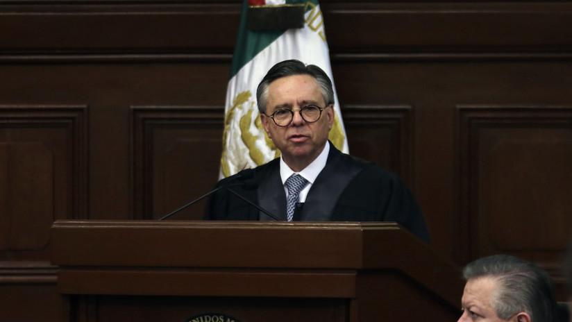 ¿Qué provocó la inesperada renuncia del ministro Medina Mora y qué implicaciones tiene en la política mexicana?