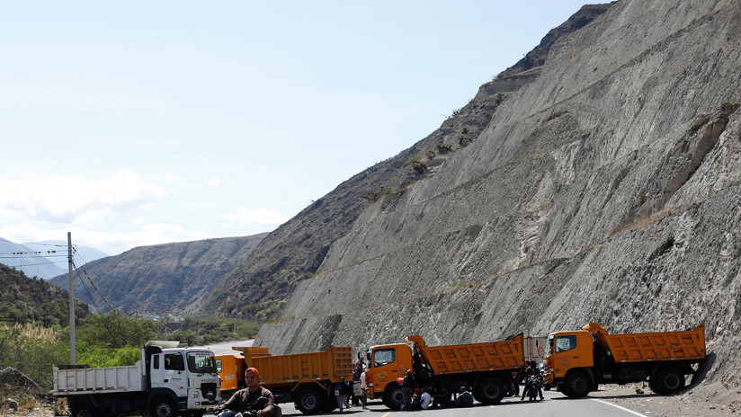Gobierno ecuatoriano amenaza con quitar licencias a transportistas que se mantengan en paro