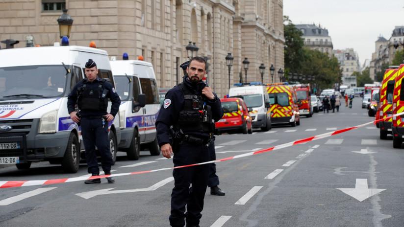 """Fiscales confirman que el atacante de la sede policial en París tenía una """"visión radical del islam"""""""