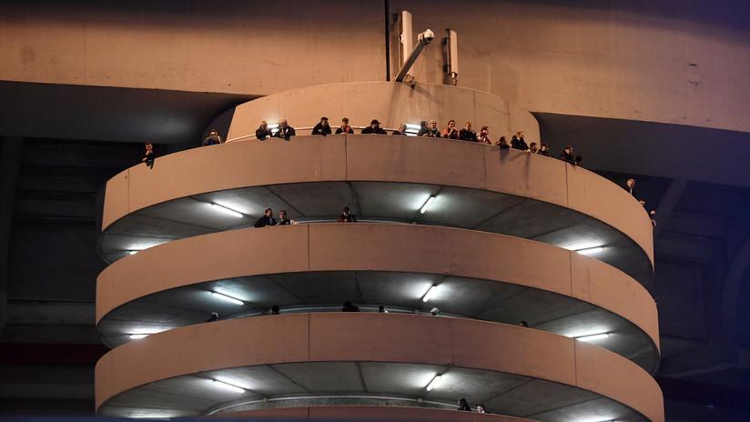 Una ilusión óptica en las escaleras de un estadio de Milán hipnotiza a los usuarios de las redes