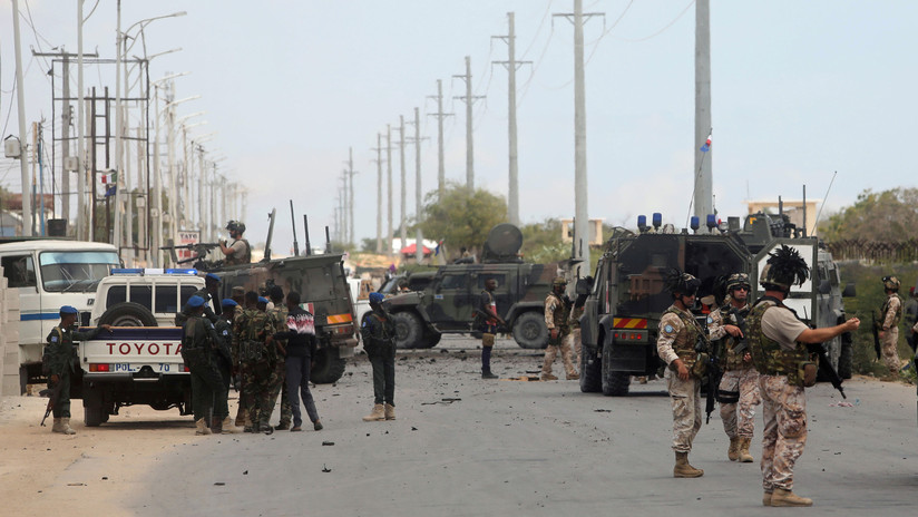 VIDEO: Un coche bomba explota justo delante de un convoy militar italiano en Somalia