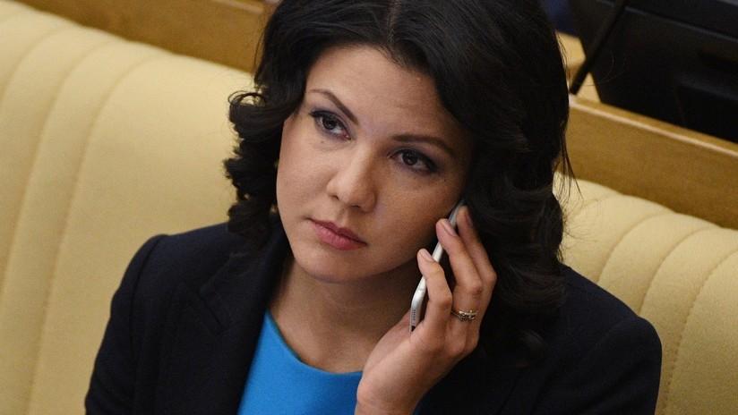 """Moscú manifiesta una """"enérgica protesta"""" por la detención e interrogatorio de una diputada rusa en EE.UU."""