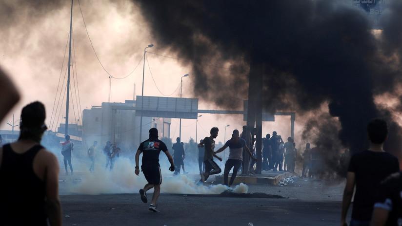 VIDEO: Manifestantes de Irak atacan el consulado de Irán en Basora