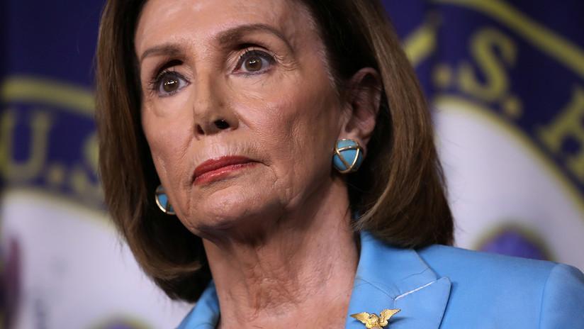 """Trump estima que Nancy Pelosi merece un 'impeachment' por ser culpable de """"traición"""""""