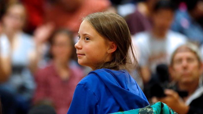 FOTO: Aparece un muñeco con el rostro de la activista Greta Thunberg colgando de un puente en Italia