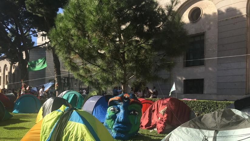 Madrid se suma a las protestas contra el cambio climático: activistas acampan frente al ministerio de Transición Ecológica