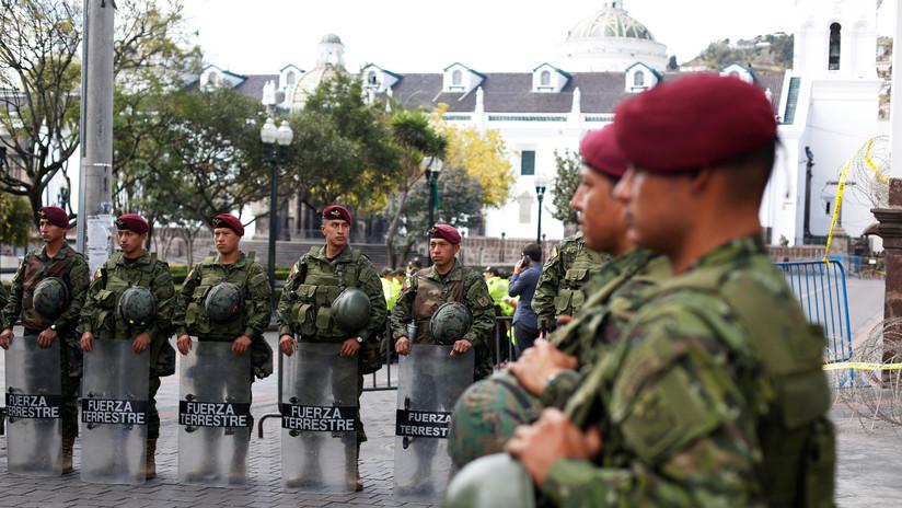 Desalojan a periodistas y funcionarios del Palacio Presidencial de Ecuador debido a las manifestaciones