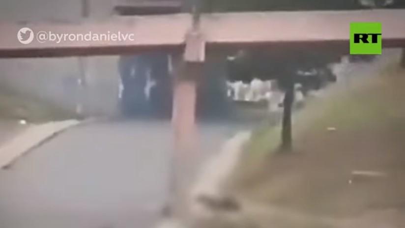 Muere una de las tres personas que cayeron de un puente en Quito, en medio de la represión policial durante las protestas