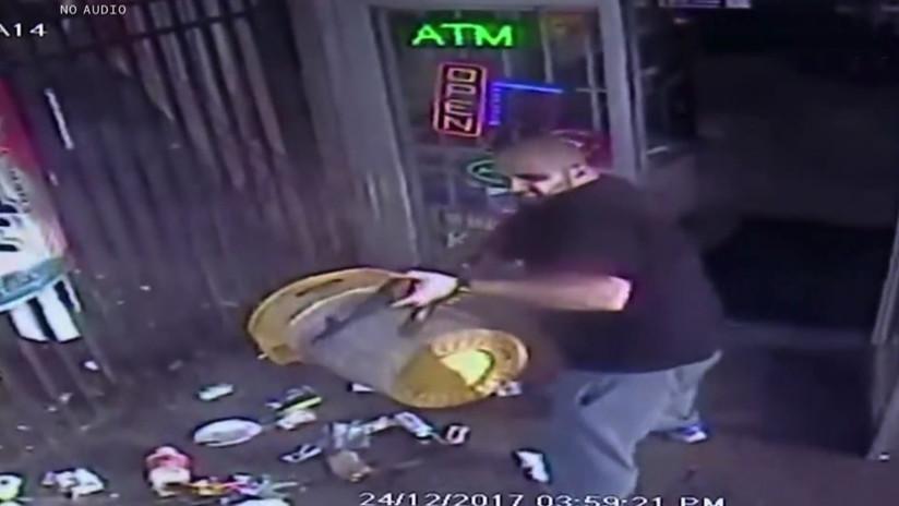 VIDEO: Propietario de una tienda abre fuego con un AK-47 contra un cliente