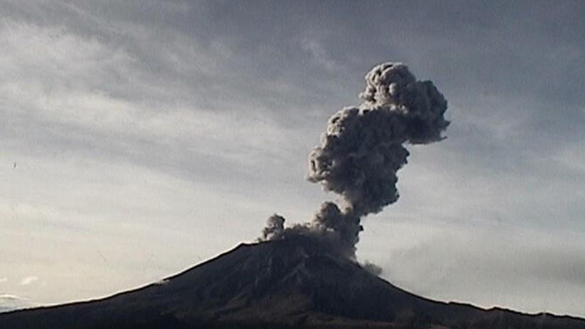 Grandes nubes de ceniza tras una serie de erupciones de ...