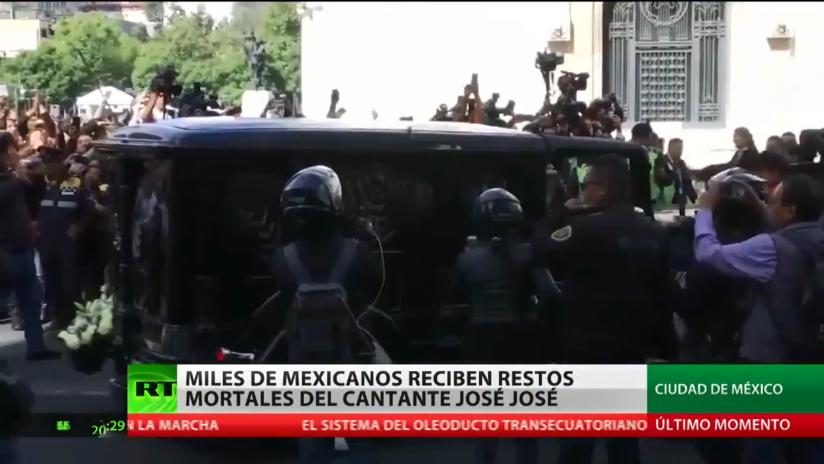 México recibe los restos mortales del cantante José José